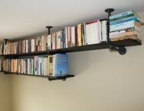 Bücherregal aus Rohrverbindern